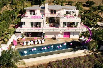 Casa da Barbie em tamanho real fica disponível para hospedagem nos EUA